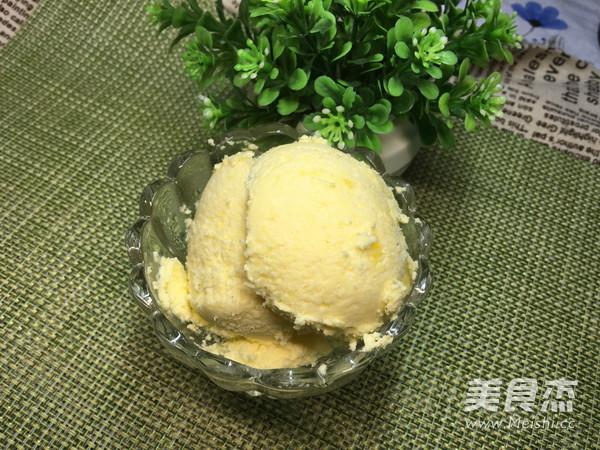 酸奶冰淇淋成品图