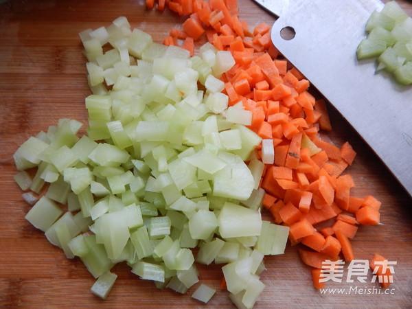 沙茶莴笋肉末凉拌米线的简单做法