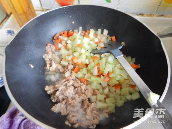沙茶莴笋肉末凉拌米线怎么炒