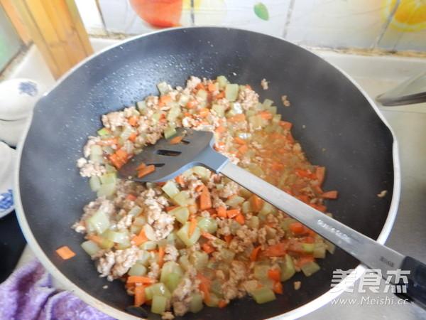 沙茶莴笋肉末凉拌米线怎样煸