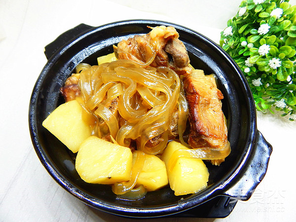 土豆粉条炖肋排成品图