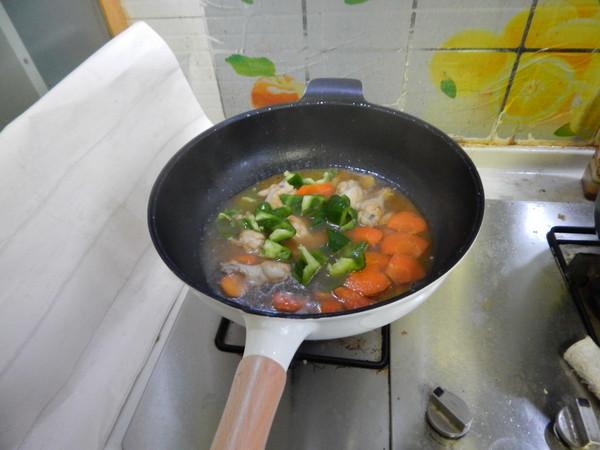 菜椒烧鸡腿怎样煸
