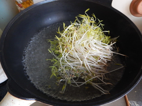 凉拌绿豆芽的家常做法