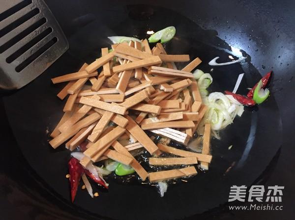 西芹炒豆干的简单做法