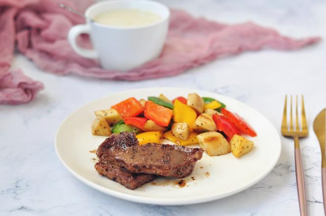 愛心滿滿的黑椒蔬菜牛排成品圖