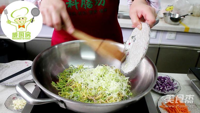 三丝素炒面,一碗用蔬菜汁做成的营养面--威厨艺的简单做法