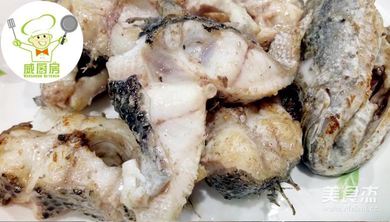 蒜焖黑鱼的步骤