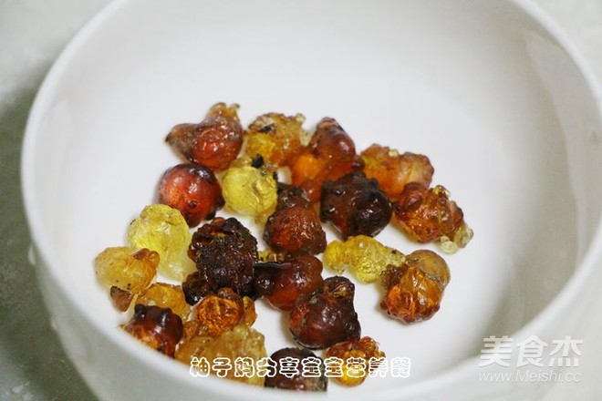 红糖桃胶皂角米百合银耳红枣羹怎么吃
