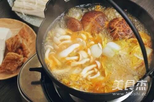 菌菇牛肉暖锅的家常做法