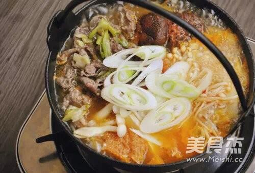 菌菇牛肉暖锅怎么吃