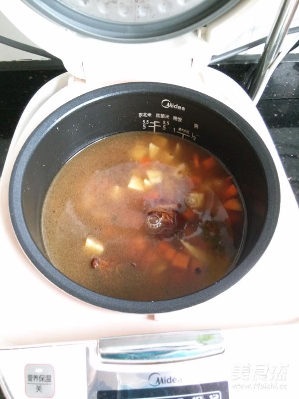 土豆排骨焖饭怎么炒