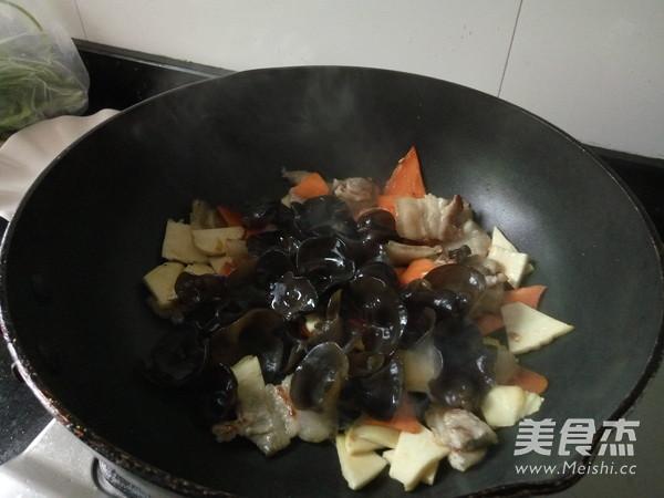 黑木耳炒冬笋怎么煮