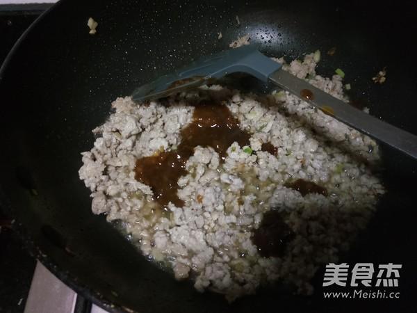香菇炒肉酱怎么炒