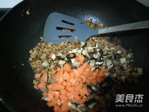 香菇炒肉酱怎么炖