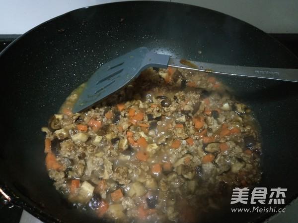香菇炒肉酱怎么煸