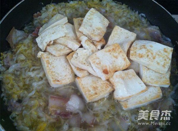 酸菜白肉炖豆腐怎么煸