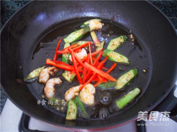 沙茶酱鲜虾炒面怎么炒