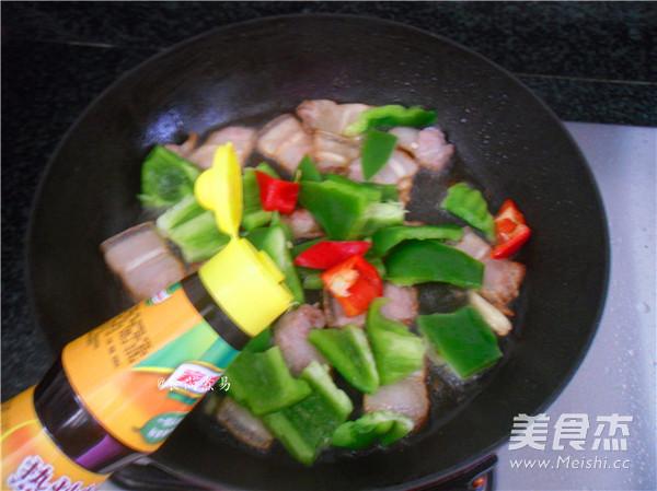 五花肉煸灯笼椒怎么吃