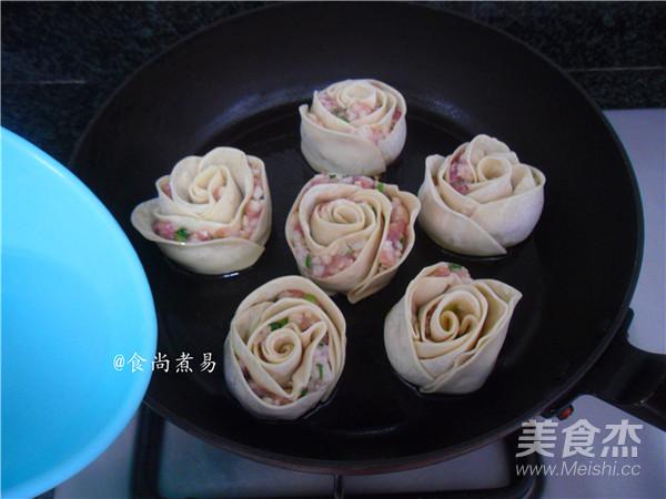 玫瑰花煎饺的制作方法