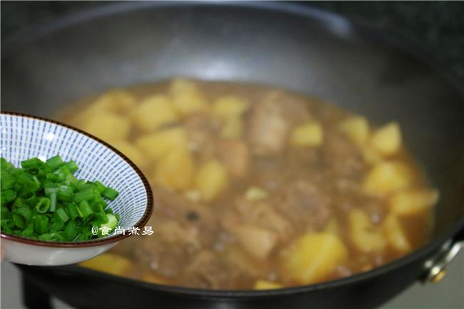 土豆焖排骨怎么煮