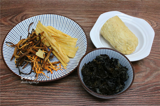 木耳黄花菜煲腐竹的做法大全