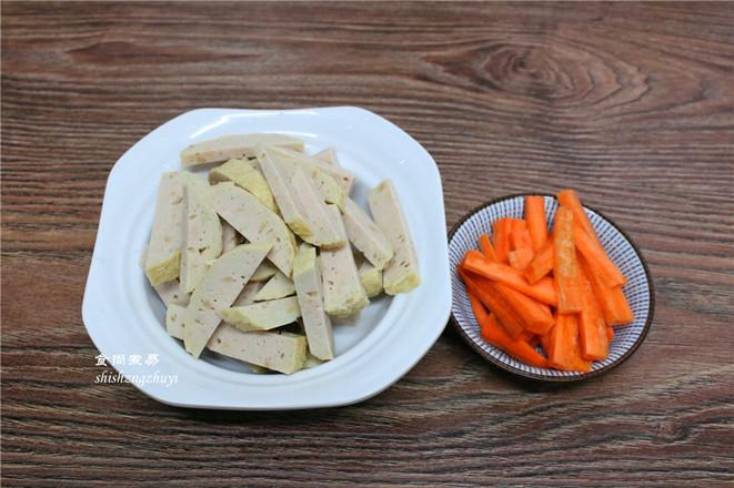木耳黄花菜煲腐竹的简单做法