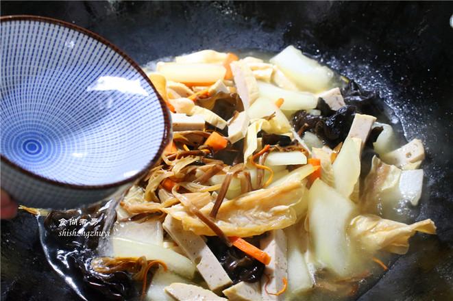 木耳黄花菜煲腐竹怎么炒