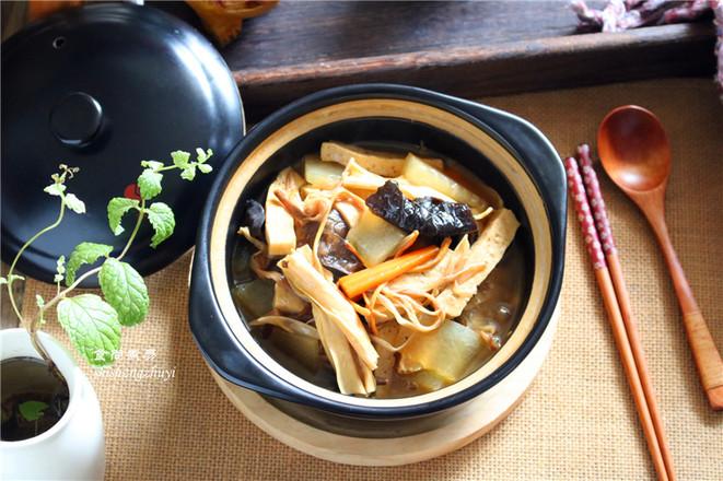 木耳黄花菜煲腐竹怎么炖