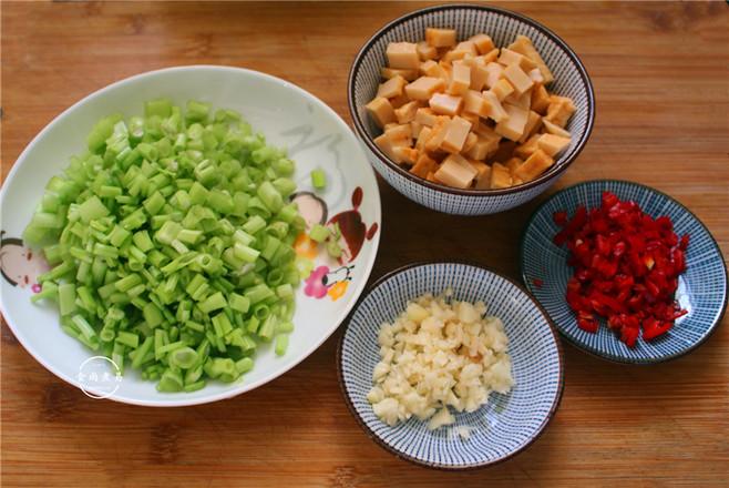 空心菜梗炒鱼豆腐的做法图解