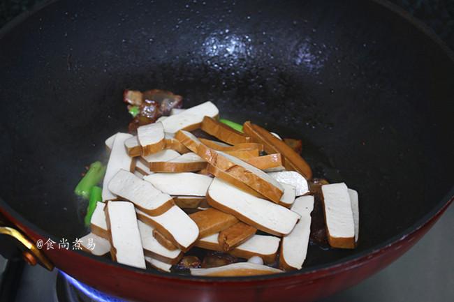 豆腐干蒜苗炒腊肉的简单做法