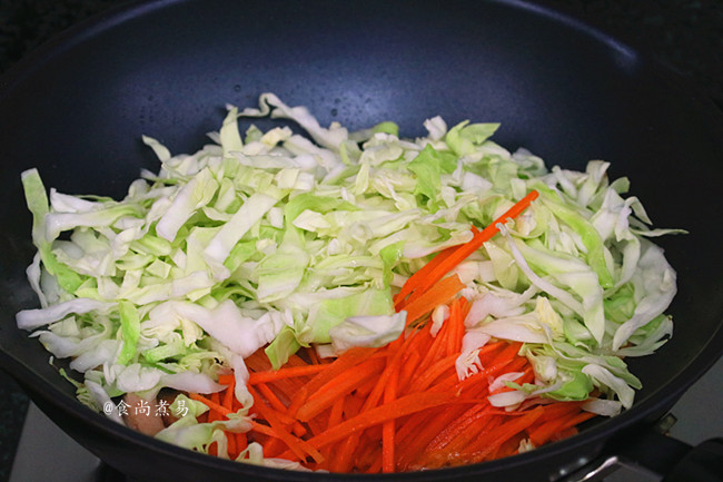 包菜炒米粉的简单做法