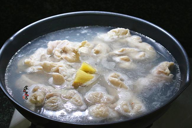 黄豆芽炒卤水猪大肠的简单做法