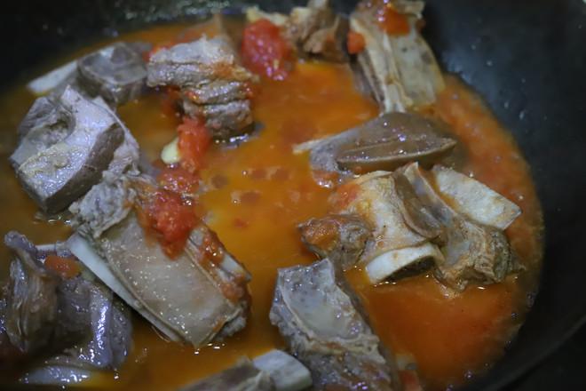 西红柿炖牛排怎么炒