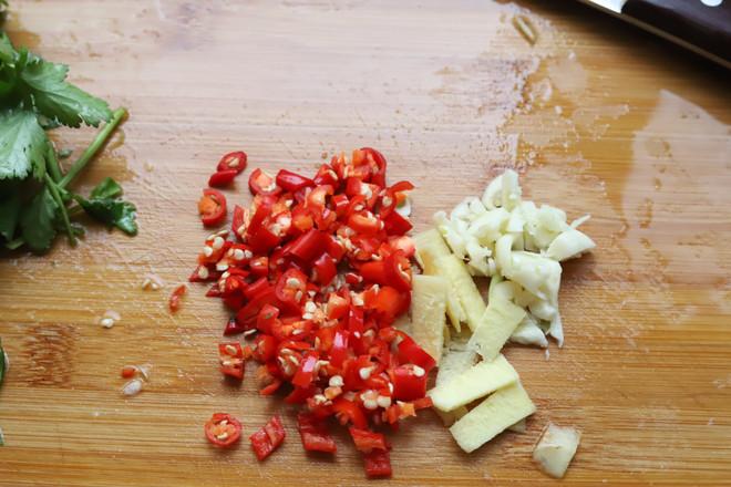 香菜拌木耳的简单做法