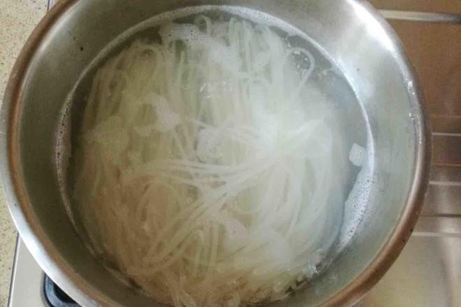 煮螺蛳粉的家常做法