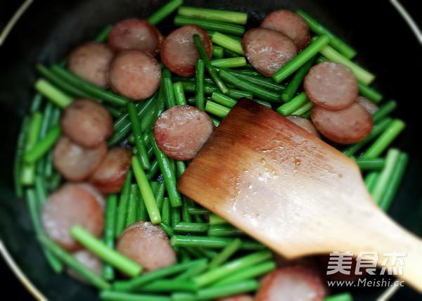 红肠炒蒜苔怎么做