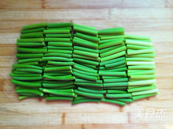 红肠炒蒜苔的做法图解