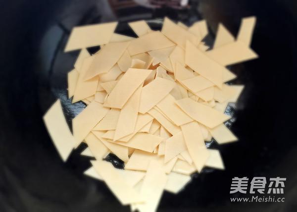 蒜苗炒豆腐皮怎么吃