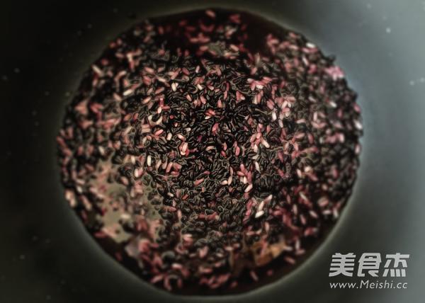 黑糯米粥的家常做法