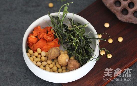 喝鱼汤喽 | 西洋菜干鲫鱼汤的做法图解