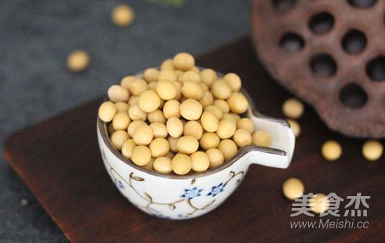 喝鱼汤喽 | 西洋菜干鲫鱼汤的家常做法