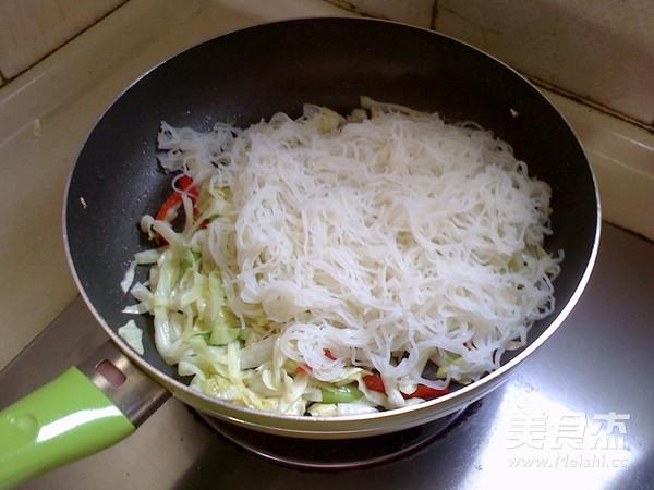 卷心菜炒米粉怎么炒