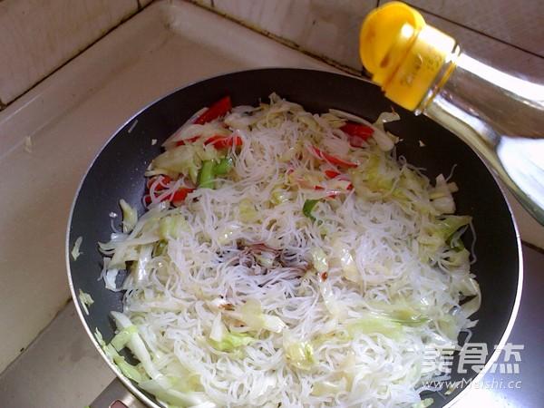 卷心菜炒米粉怎么煮