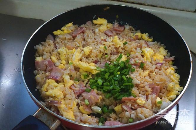 培根鸡蛋炒饭的步骤