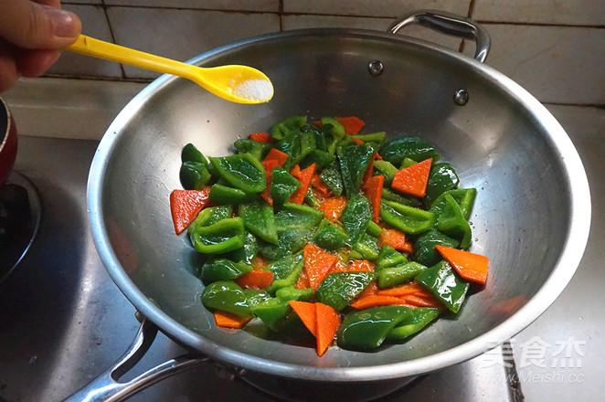 五花肉炒菜椒怎么做