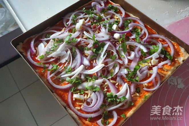 腊肠披萨怎么吃