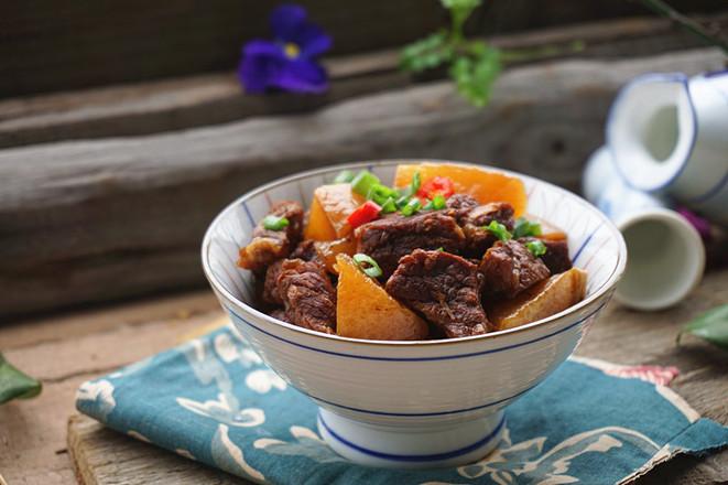 萝卜炖牛肉成品图