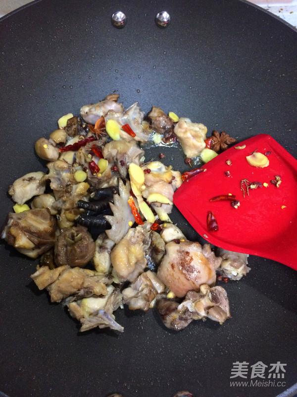 香菇烧鸡块怎么炒