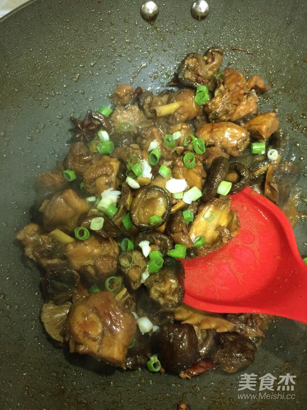香菇烧鸡块怎么煸