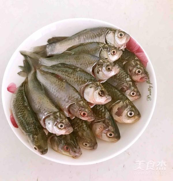 酥炸鲫鱼的做法图解
